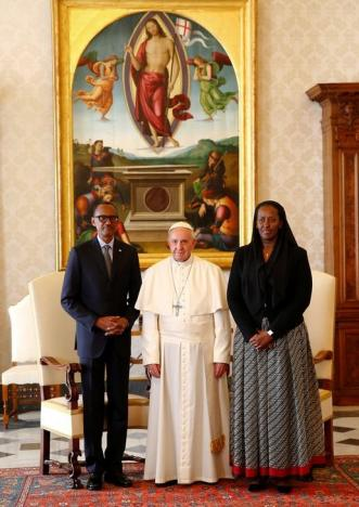 Pope Francis poses with Rwanda's President Paul Kagame and his wife Jeannette during a private meeting at the Vatican